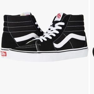 Black and White VANS OF THE WALL Size 8